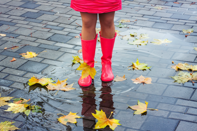 girl splashing in puddles - making inferences